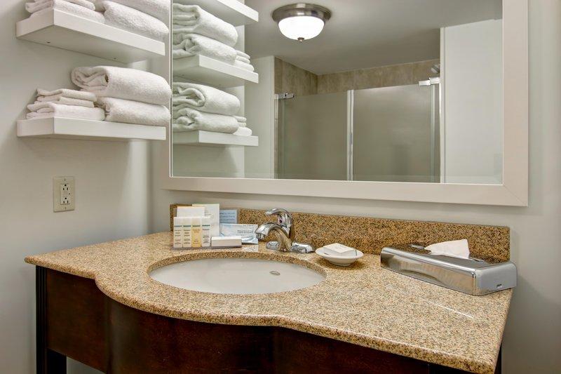 Hampton Inn &amp; Suites by Hilton Saint John-King Standard Bathroom<br/>Image from Leonardo