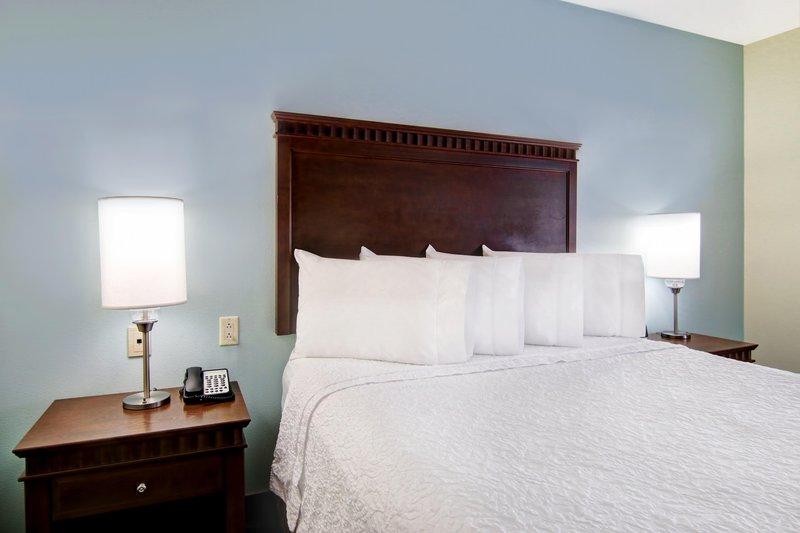 Hampton Inn &amp; Suites by Hilton Saint John-King Standard Bed<br/>Image from Leonardo