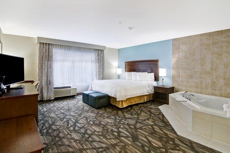 Hampton Inn &amp; Suites by Hilton Saint John-King Whirlpool Suite <br/>Image from Leonardo
