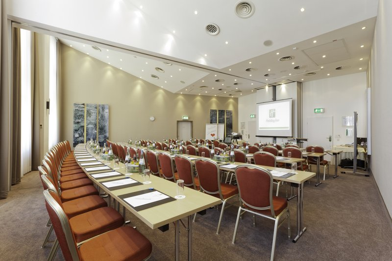 Holiday Inn Stuttgart-Modern And Bright Meeting Room with 124 sqm<br/>Image from Leonardo