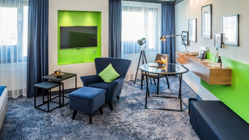 Holiday Inn Stuttgart-Executive Guest Room with King Size bed<br/>Image from Leonardo
