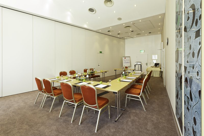 Holiday Inn Stuttgart-Modern And Bright Meeting Room with 62 sqm<br/>Image from Leonardo