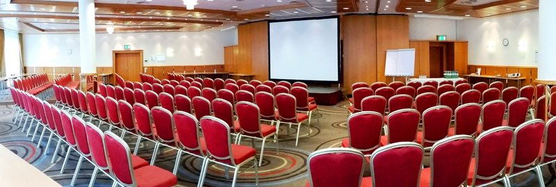 Holiday Inn Stuttgart-Bright Meeting Room with 320 sqm<br/>Image from Leonardo