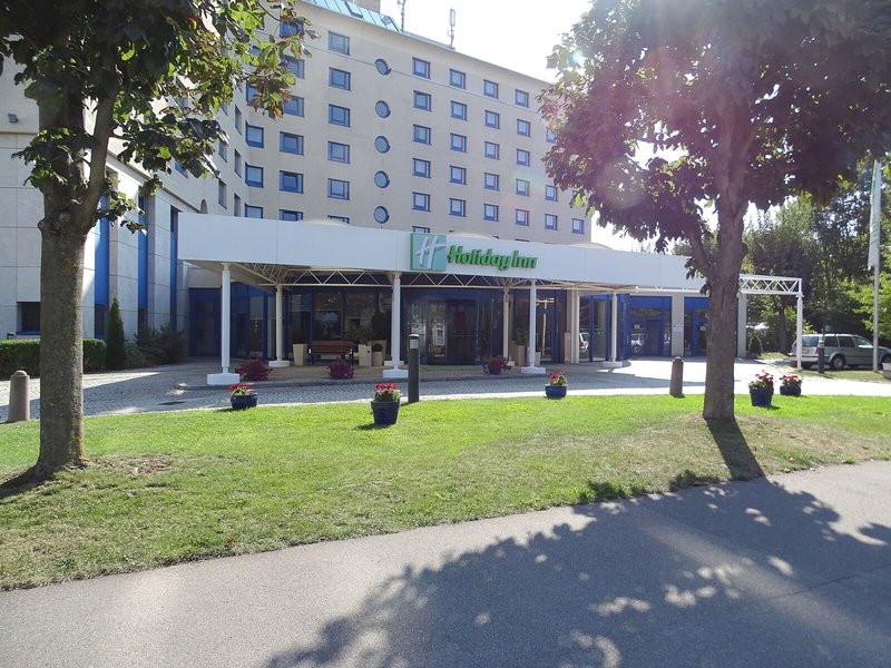 Holiday Inn Stuttgart-Hotel entrance<br/>Image from Leonardo
