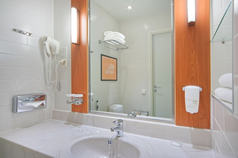 Holiday Inn Helsinki - West -Ruoholahti-Standard room bathroom<br/>Image from Leonardo