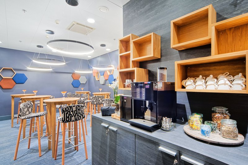 Holiday Inn Helsinki - West -Ruoholahti-Coffee is served at the Break Out Lounge during your meetings<br/>Image from Leonardo