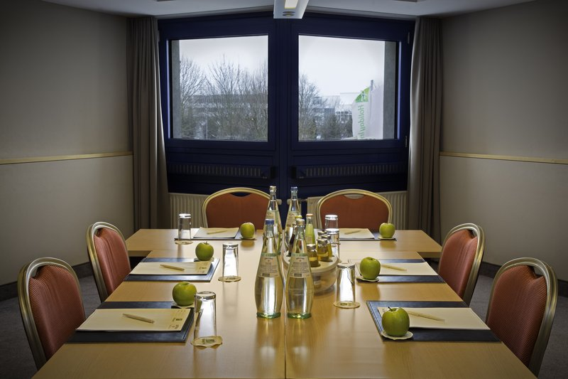 Holiday Inn Stuttgart-A meeting room with natural light and inclusive Wi-Fi for guests.<br/>Image from Leonardo