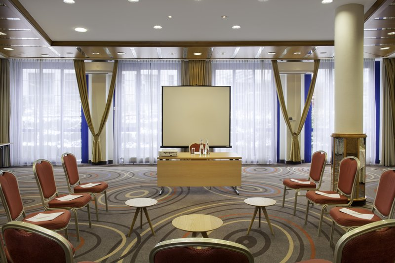 Holiday Inn Stuttgart-A naturally lit meeting room set up for a presentation.<br/>Image from Leonardo