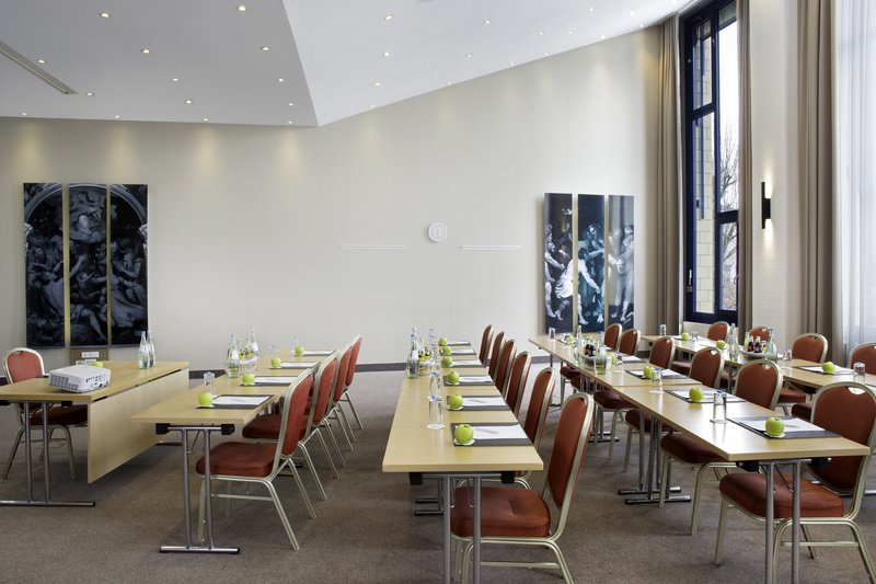 Holiday Inn Stuttgart-One of 17 meeting rooms with natural light and flexible set-ups.<br/>Image from Leonardo