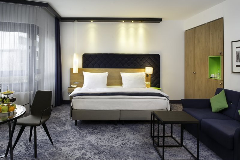 Holiday Inn Stuttgart-Modern and bright executive room with 34sqm<br/>Image from Leonardo