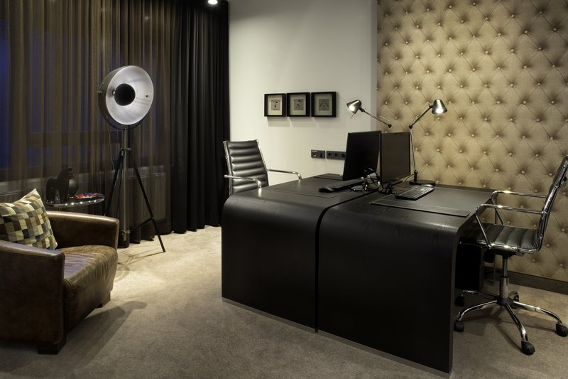 Holiday Inn Stuttgart-Workstations in the 24-hour Business Centre with inclusive Wi-Fi.<br/>Image from Leonardo