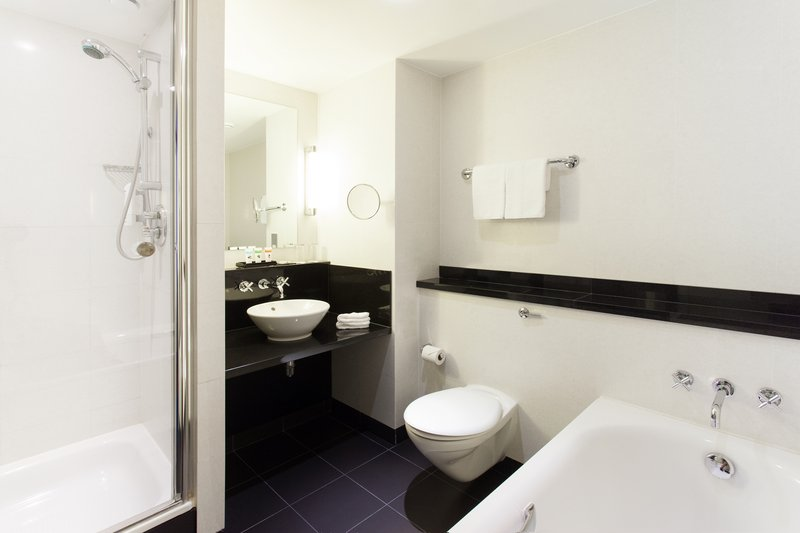 Crowne Plaza Marlow-Standard Room, stunning bath and separate shower<br/>Image from Leonardo