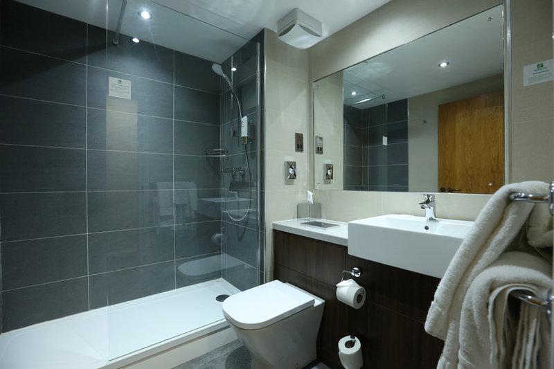 Holiday Inn Nottingham-Newly refurbished standard bathroom<br/>Image from Leonardo
