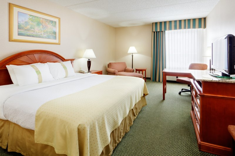 Holiday Inn Utica-The spacious King bedded room is a favorite of our Curling Clubs<br/>Image from Leonardo