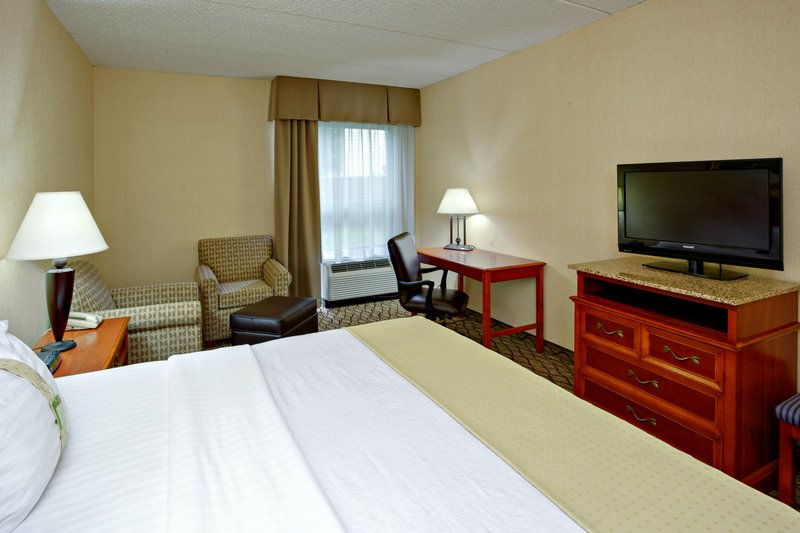 Holiday Inn Utica-With a restaraunt on site you can choose to stay in winter nights<br/>Image from Leonardo