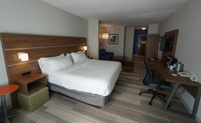 Holiday Inn Express & Suites Savannah - Midtown-Guest Room<br/>Image from Leonardo
