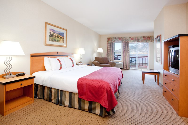 Holiday Inn Hotel & Suites Osoyoos-King Bed Guest Room<br/>Image from Leonardo