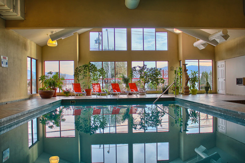 Holiday Inn Hotel & Suites Osoyoos-Swimming Pool<br/>Image from Leonardo