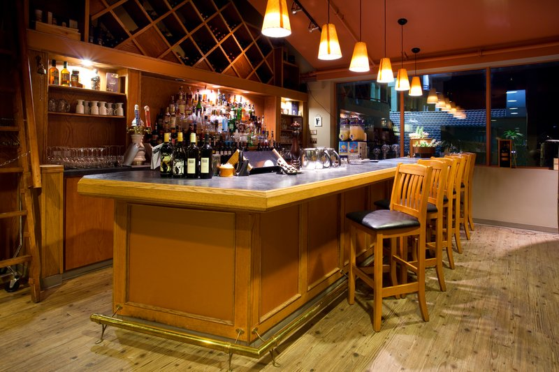 Holiday Inn Hotel & Suites Osoyoos-Bar and Lounge<br/>Image from Leonardo