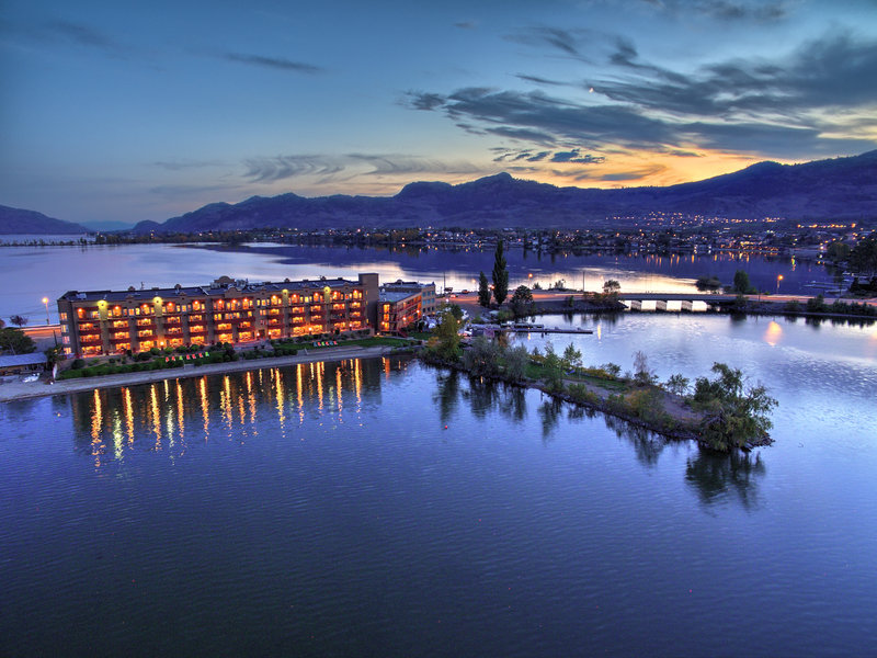 Holiday Inn Hotel & Suites Osoyoos-Evenings on the beach side<br/>Image from Leonardo
