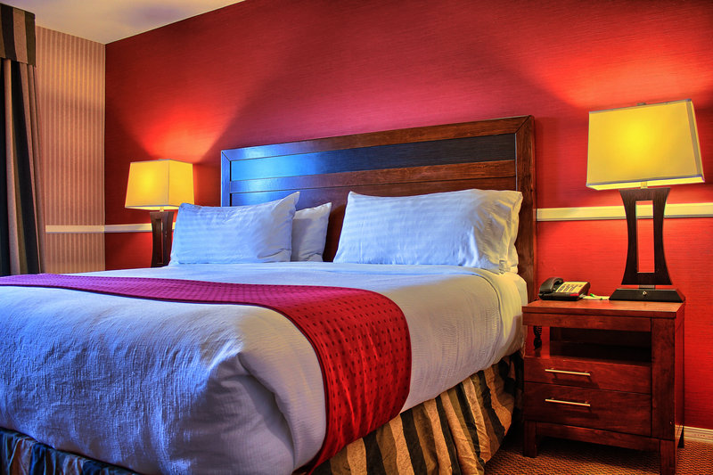 Holiday Inn Hotel & Suites Osoyoos-Guest Room<br/>Image from Leonardo