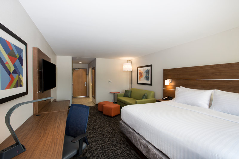 Holiday Inn Express Hastings-King rooms also have pull out sofa beds<br/>Image from Leonardo
