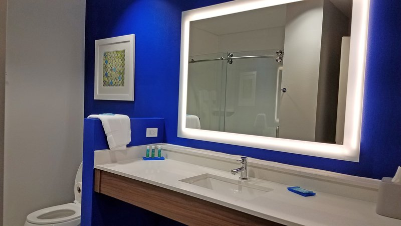 Holiday Inn Express Hastings-King rooms offer walk in showers <br/>Image from Leonardo