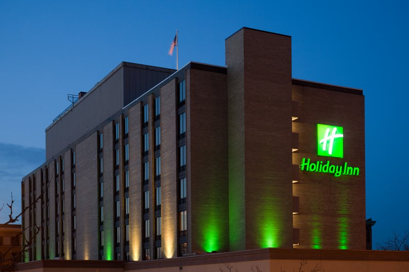 Holiday Inn Rock Island - Quad Cities-The Holiday Inn Rock Island-Quad Cities all lit up to welcome you<br/>Image from Leonardo