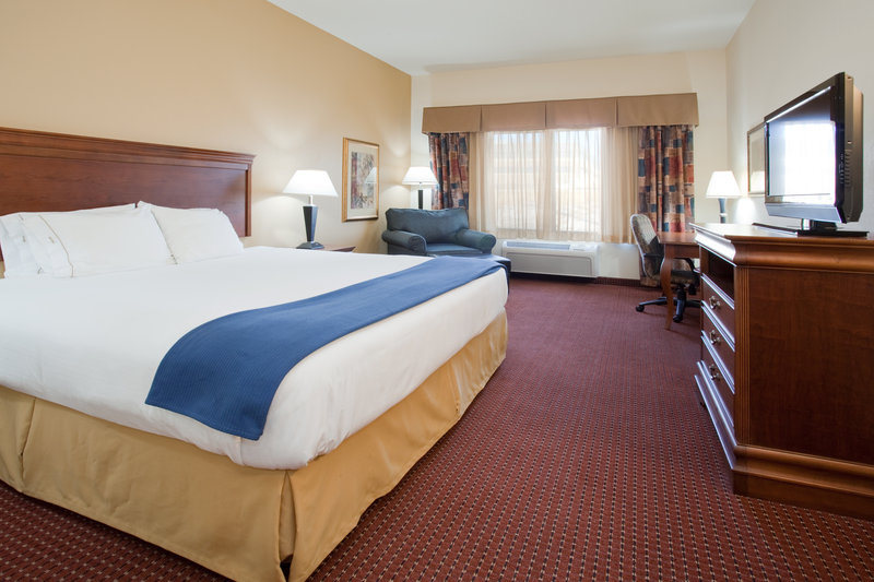 Holiday Inn Express & Suites Salt Lake City - Airport East-Executive Room<br/>Image from Leonardo