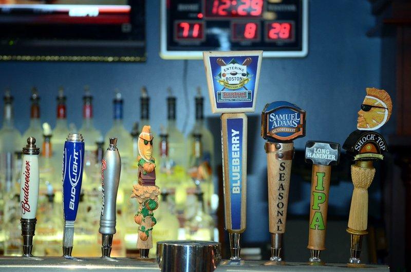 Crowne Plaza Boston - Woburn-10 beers on tap<br/>Image from Leonardo