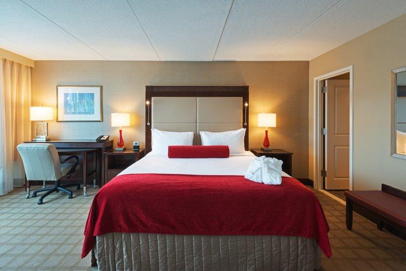 Crowne Plaza Boston - Woburn-One King Suite Bedroom<br/>Image from Leonardo