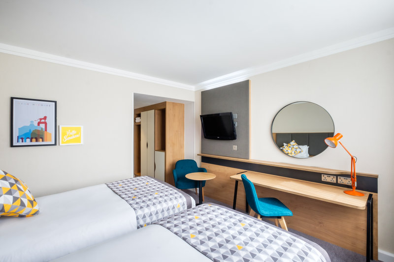 Holiday Inn Reading-South M4, Jct.11-Guest Room<br/>Image from Leonardo
