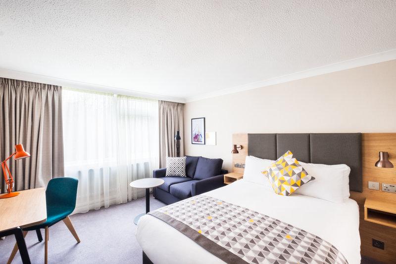 Holiday Inn Reading-South M4, Jct.11-Executive Room<br/>Image from Leonardo