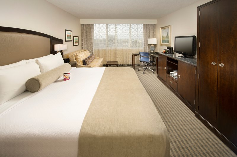 Crowne Plaza Seattle Airport-King Bed Guest Room<br/>Image from Leonardo