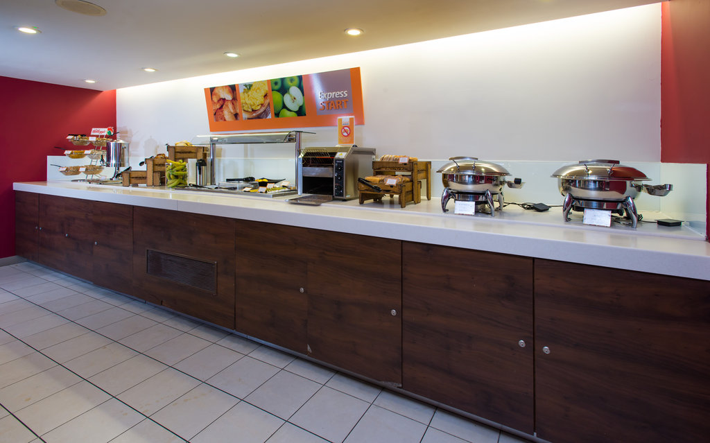 Holiday Inn Express East Midlands Airport-Good morning! Help yourself at our inclusive breakfast buffet<br/>Image from Leonardo
