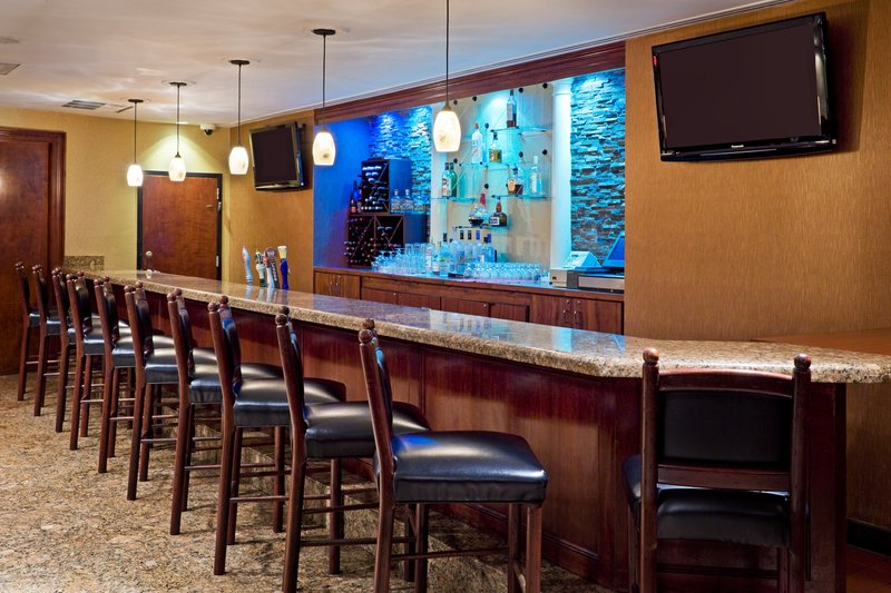 Crowne Plaza Edison-Bar and Lounge<br/>Image from Leonardo
