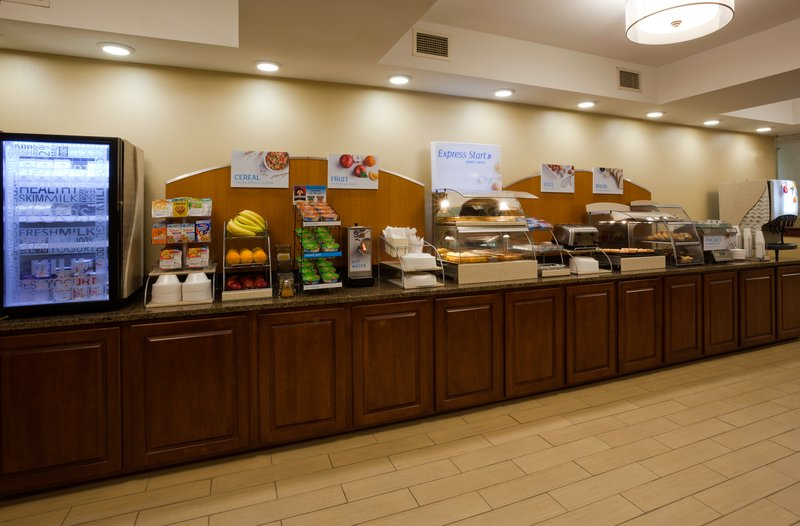 Holiday Inn Express Cedar Rapids (Collins Rd)-Enjoy our complimentary breakfast daily<br/>Image from Leonardo