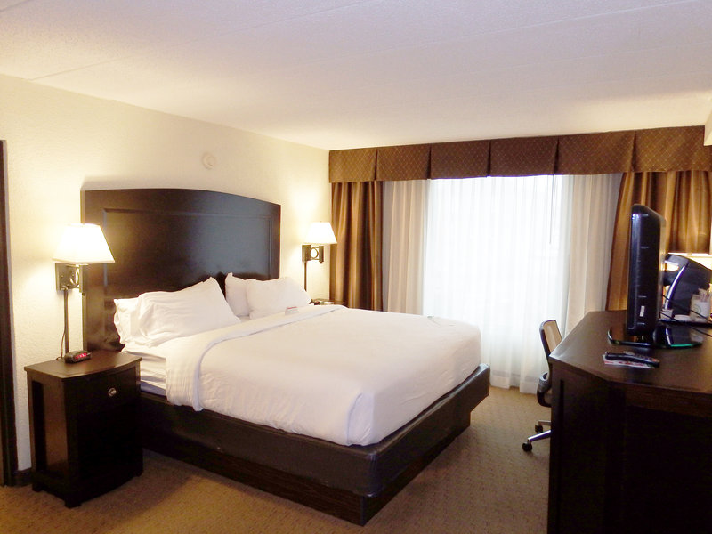 Holiday Inn Hotel & Suites Charleston West-Enjoy the King size bed in our King Leisure rooms<br/>Image from Leonardo