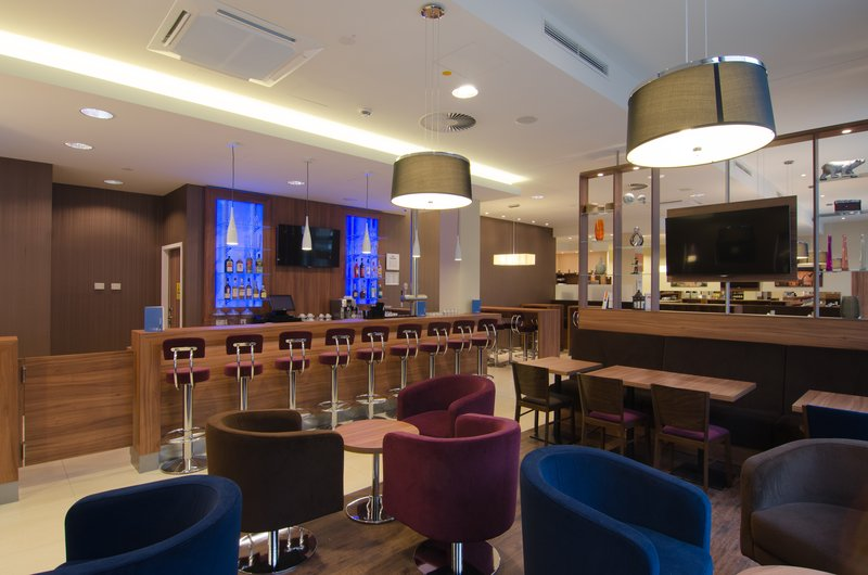 Holiday Inn Express Nuremberg City - Hauptbahnhof-Lobby Lounge<br/>Image from Leonardo