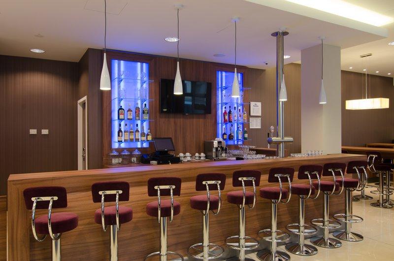 Holiday Inn Express Nuremberg City - Hauptbahnhof-Lobby Bar<br/>Image from Leonardo