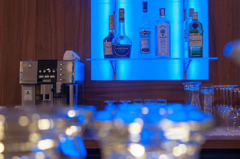 Holiday Inn Express Nuremberg City - Hauptbahnhof-Bar and Lounge<br/>Image from Leonardo