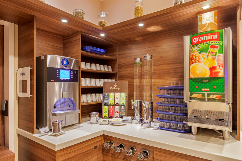 Holiday Inn Express Nuremberg City - Hauptbahnhof-Choice of tea, coffee and juices from the Express Start Breakfast.<br/>Image from Leonardo