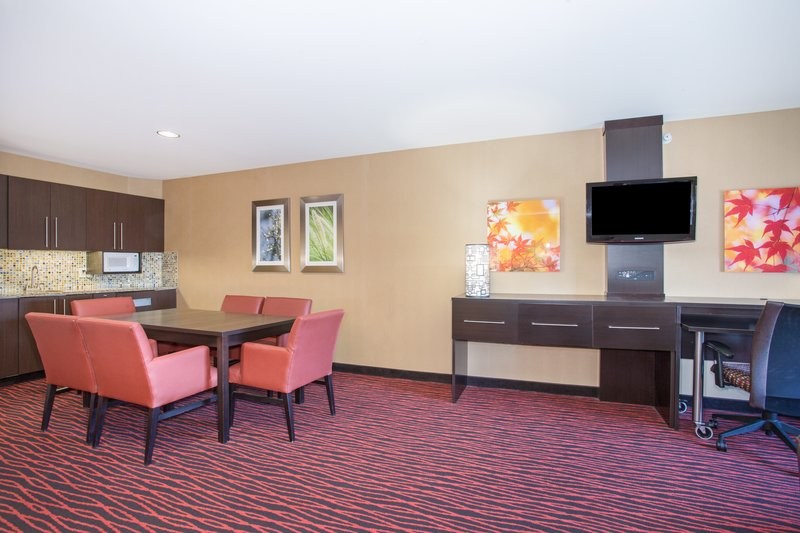 Holiday Inn Colorado Springs Airport-Guest Room <br/>Image from Leonardo