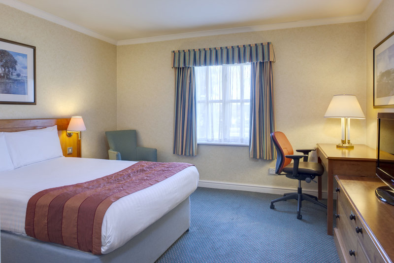Holiday Inn Ipswich - Orwell-Standard Double Bedroom<br/>Image from Leonardo