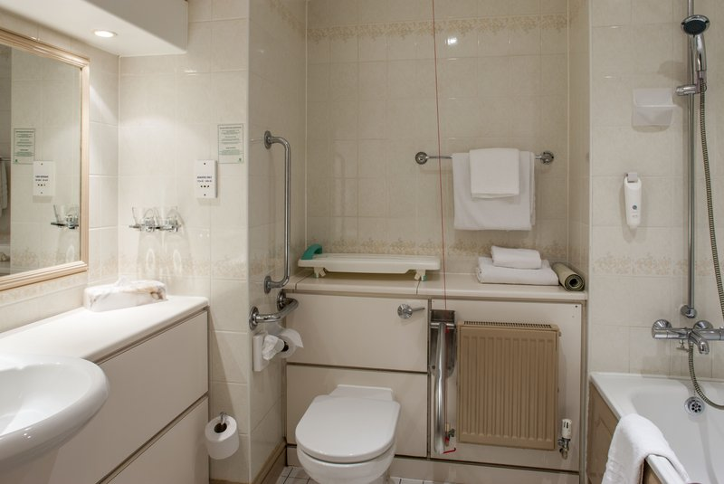 Holiday Inn Ipswich - Orwell-Bathroom Accessible Room<br/>Image from Leonardo