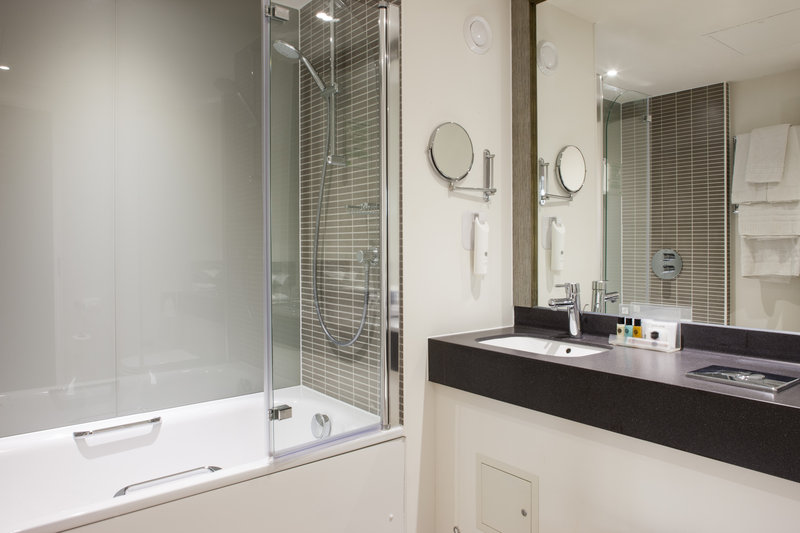 Holiday Inn Ipswich - Orwell-guest bathroom<br/>Image from Leonardo