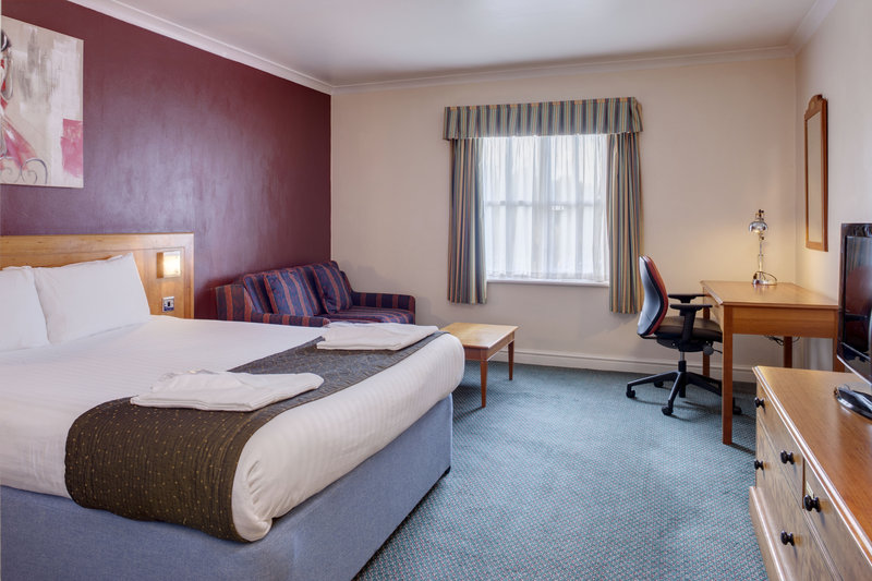 Holiday Inn Ipswich - Orwell-Executive Double Bedroom<br/>Image from Leonardo