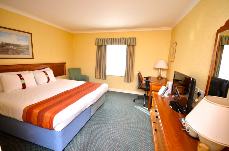 Holiday Inn Ipswich - Orwell-King Bed Guest Room<br/>Image from Leonardo