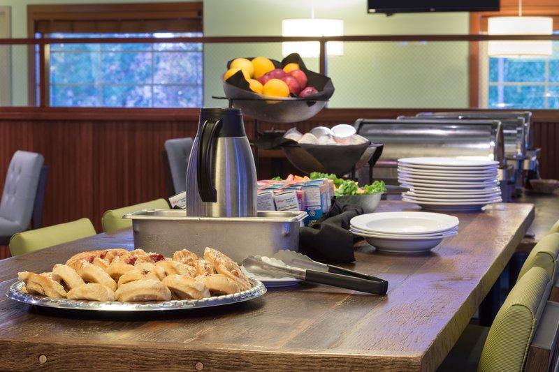 Holiday Inn Colorado Springs Airport-Breakfast Bar <br/>Image from Leonardo