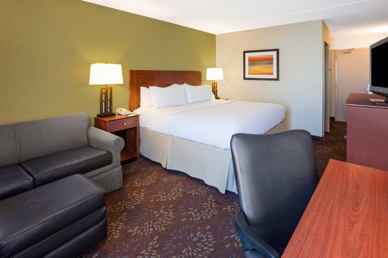 Holiday Inn Fairmont-Deluxe Room <br/>Image from Leonardo